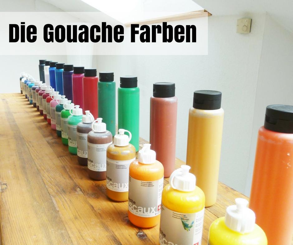 Eine bunte Auswahl an Gouache Farben auf dem Farbtisch im Atelier Leben